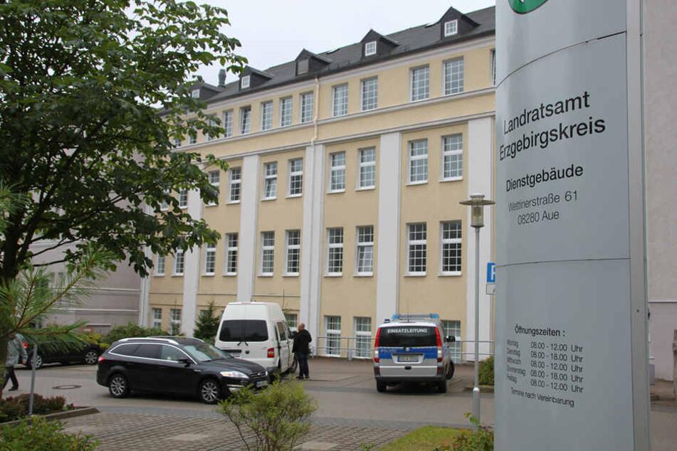 Im Landratsamt in Aue hat es am Freitag eine Bombendrohung gegeben.