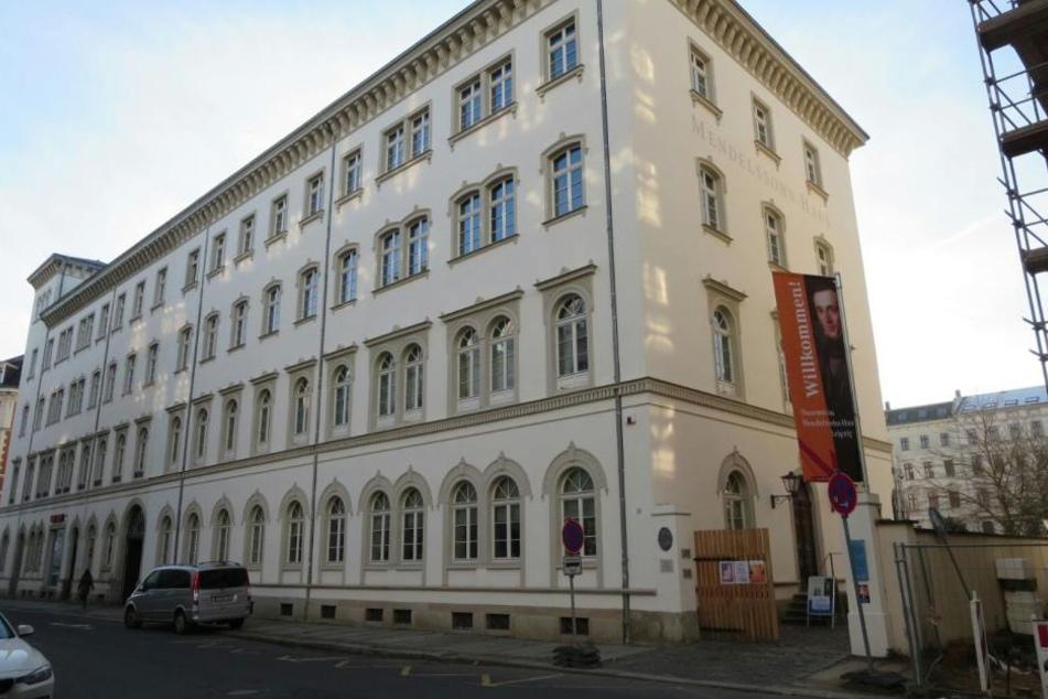 AfD-Chefin Frauke Petry heiratet zur Stunde im Leipziger Mendelssohn-Haus.