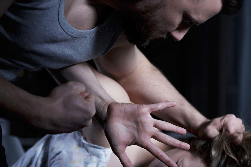 Fünfmal rammte die Mutter die Klinge voller Wut in die Brust des Mannes und einmal in dessen Hinterkopf.