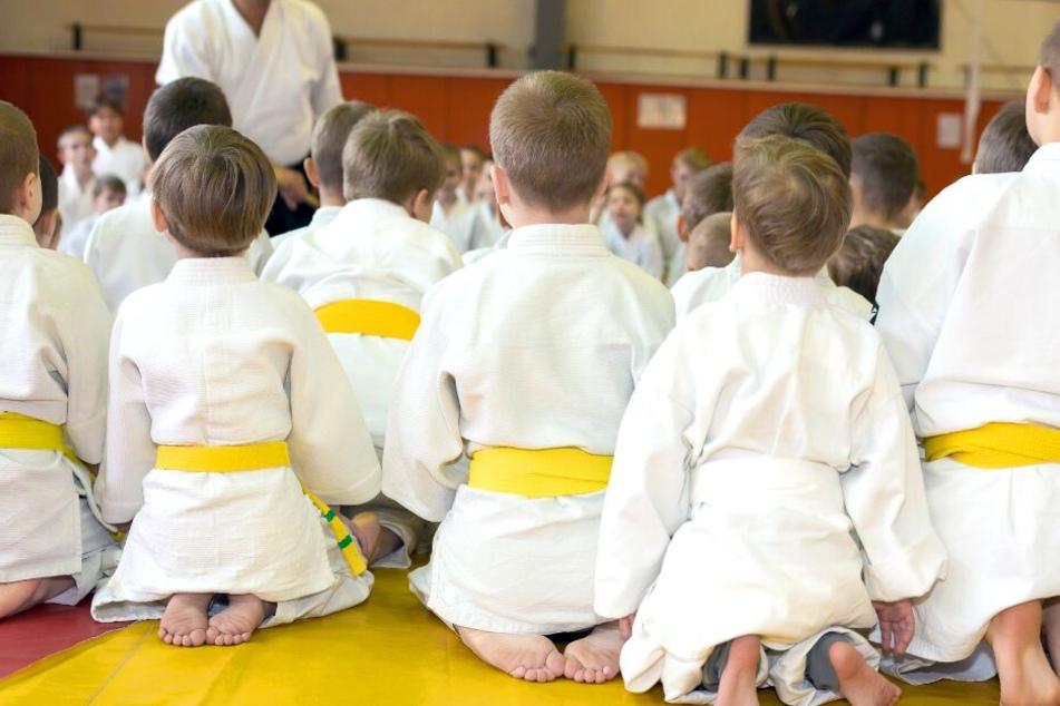Judotrainer soll Schüler jahrelang missbraucht haben!