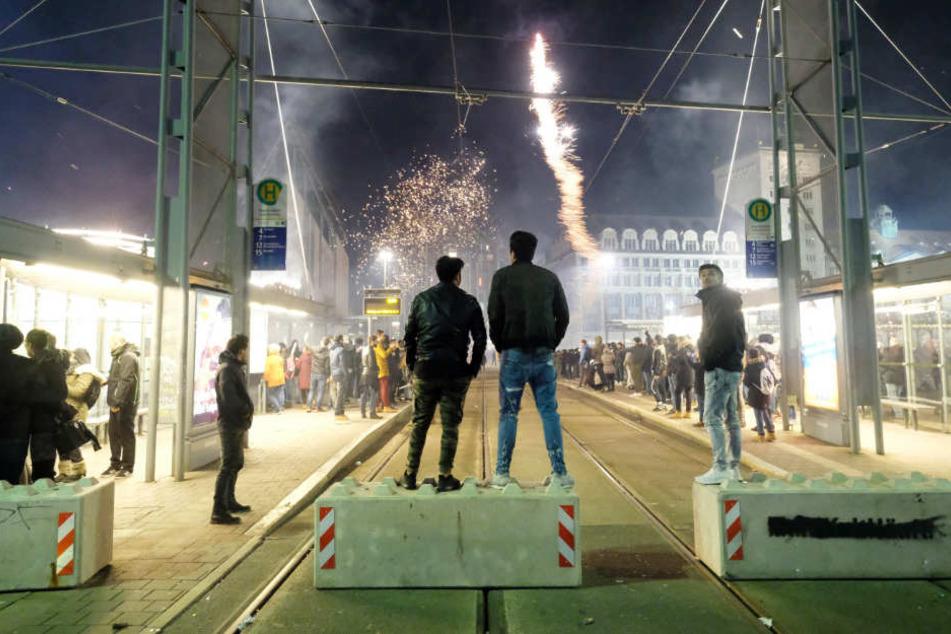 Betonsperren sollen zum Jahreswechsel die Feiernden auf dem Augustusplatz schützen.