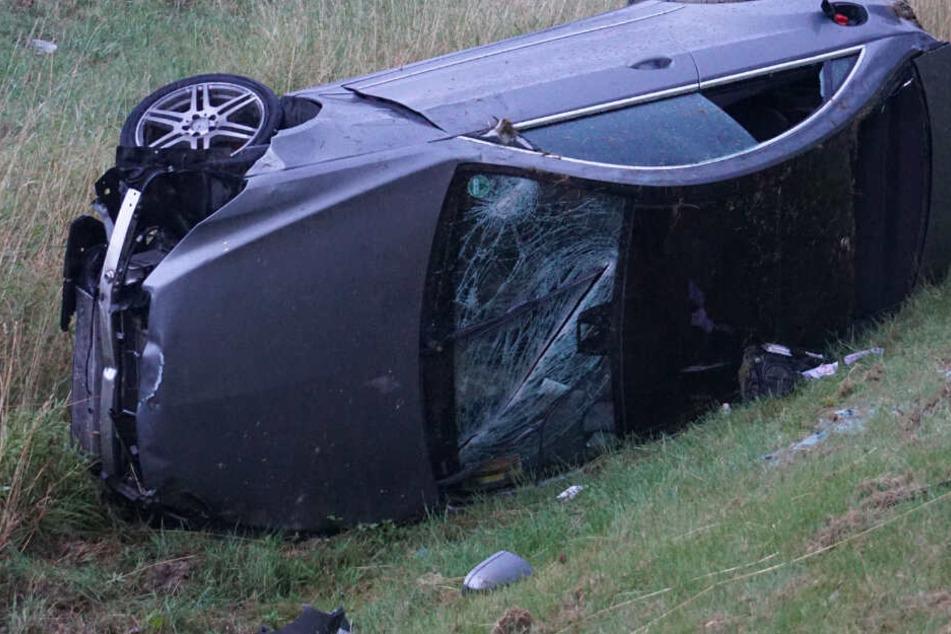Der Mercedes-Fahrer überschlug sich mit seinem Wagen.
