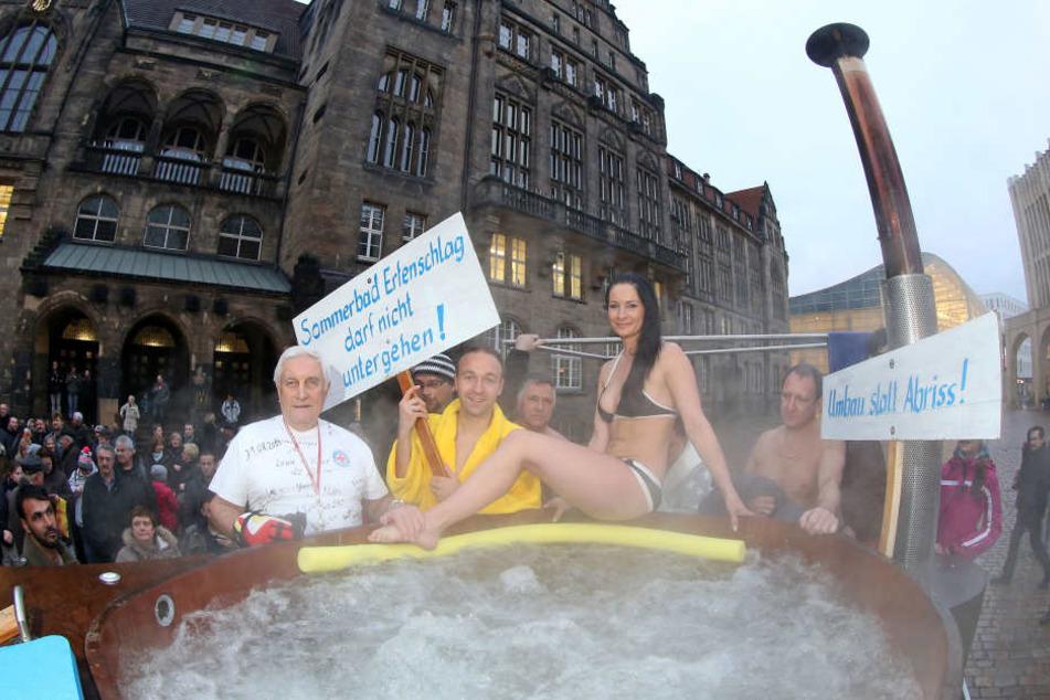 Auch die Kämpfer für den Erhalt des Sommerbades Erfenschlag werden an der Demo teilnehmen (Archivfoto).