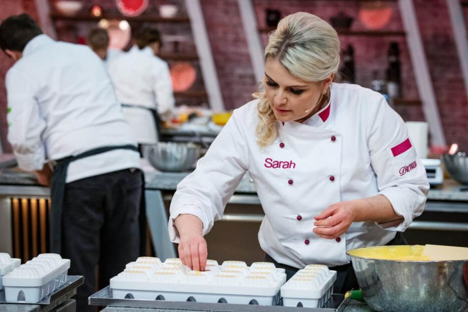 Die süße Sächsin Sarah Gierig (32) hat sich mit ihren kalorienhaltigen Kreationen zusammen mit ihrer Teampartnerin ins Finale der TV-Show gebacken.