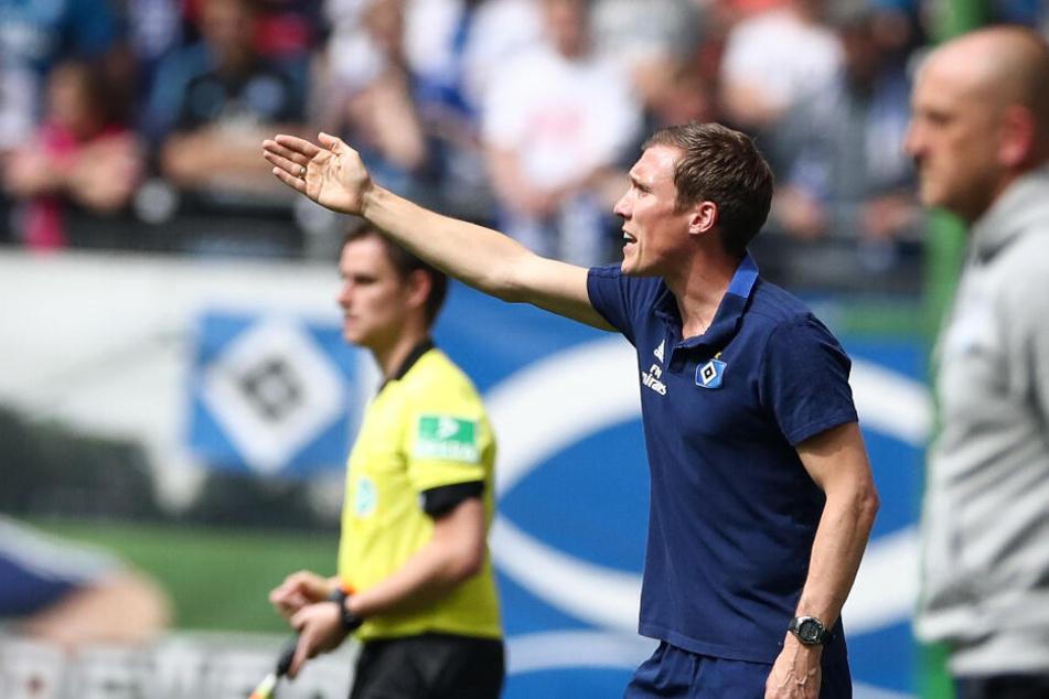Hannes Wolf stand auch in seinem Einsatz als HSV-Trainer engagiert an der Seitenlinie.