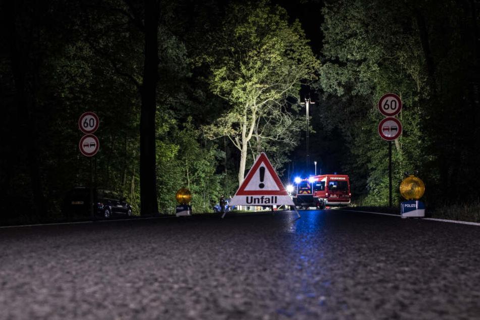 Vater rast in Lünen gegen Baum: Mutter und Sohn (4) sterben bei Autounfall