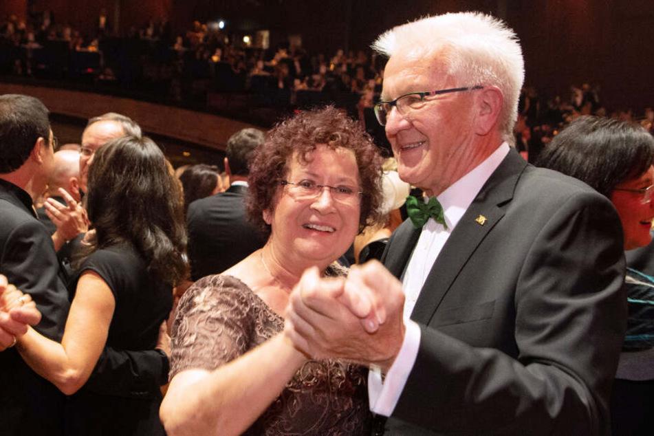 Baden-Württembergs Landesvater Winfried Kretschmann tanzt mit seiner Frau Gerlinde.