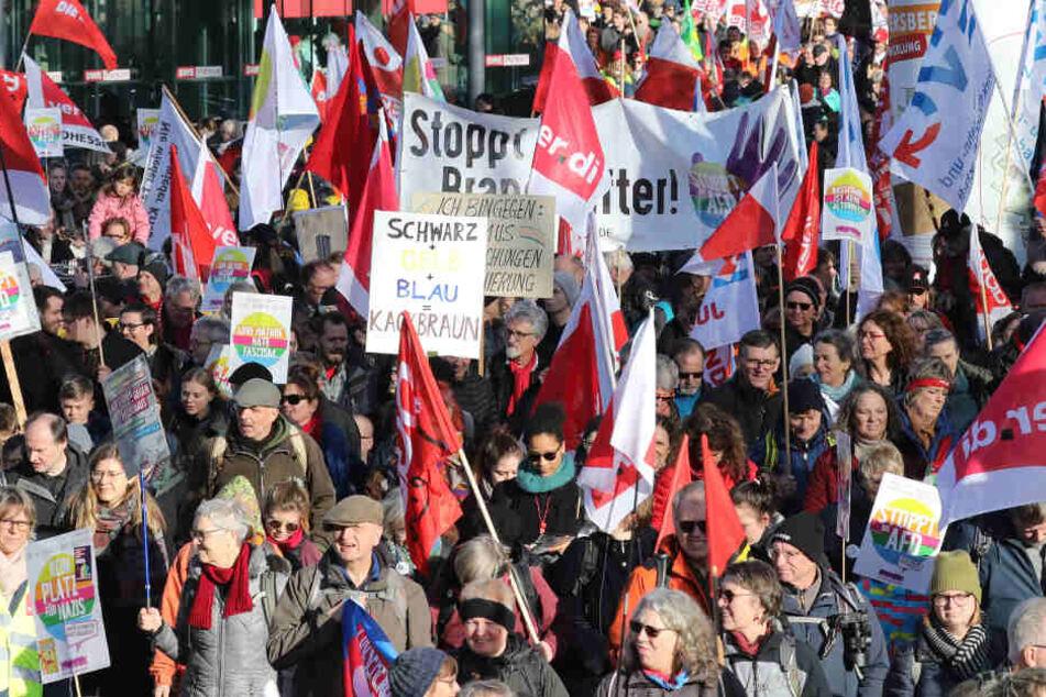 In Erfurt gingen viele Menschen auf die Straße und machten ihrem Ärger Luft.