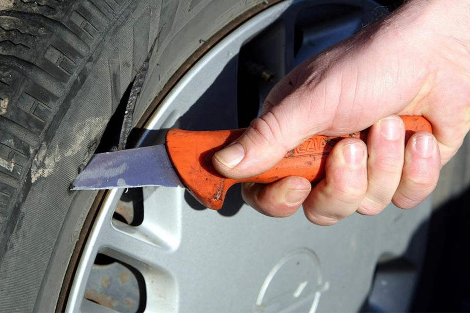 Der unbekannte Täter zerstach insgesamt 13 Reifen in Lichtenstein.