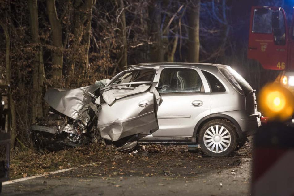 Für die 19 Jahre alte Autofahrerin kam jede Hilfe zu spät.