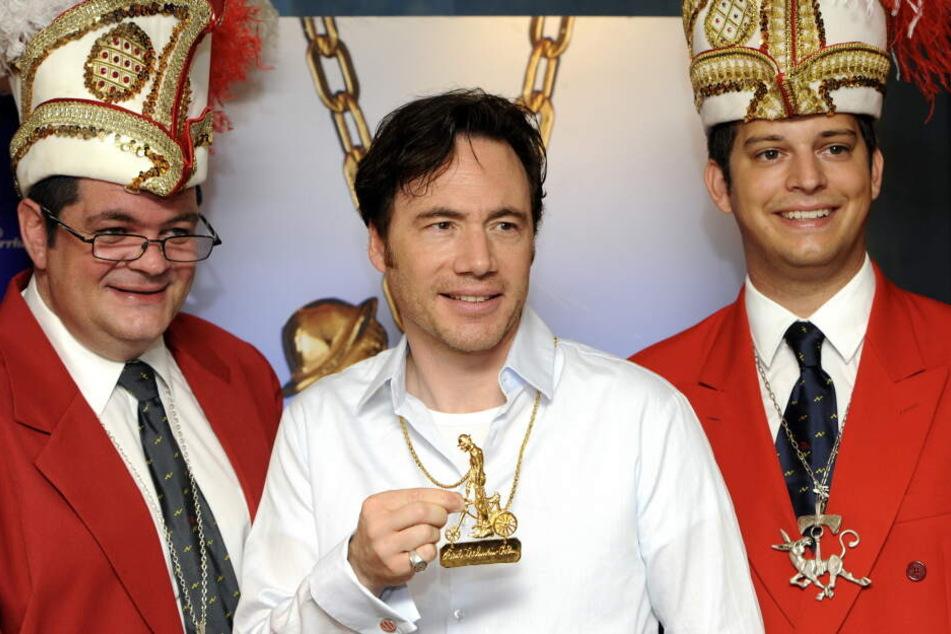 """Michael """"Bully"""" Herbig (M) bekam die Auszeichnung der Narhalla 2011."""