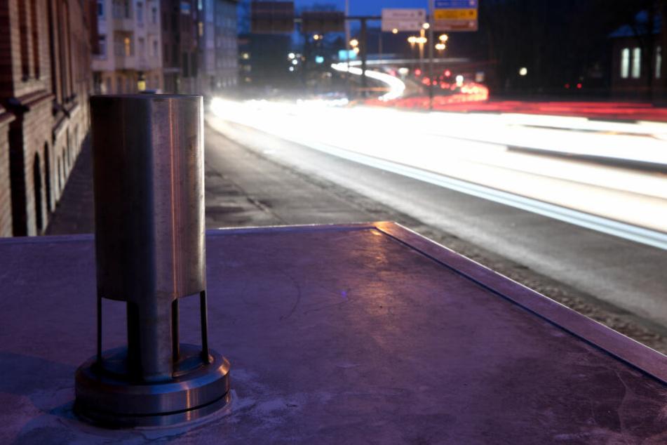 Eine Messstation an der von einem Verbot für Dieselfahrzeuge möglicherweise betroffenen B76 in Kiel.