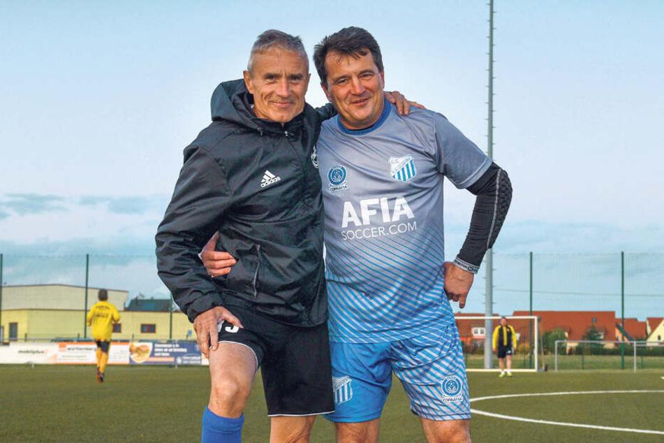 Mit Ex-Profi Matthias Müller (64, li.) nimmt Organisator Mirko Naumann (53) einen echten Könner mit.