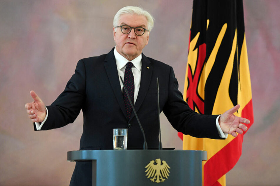 Bundespräsident Frank-Walter Steinmeier gibt in Berlin im Schloss Bellevue eine Erklärung ab.