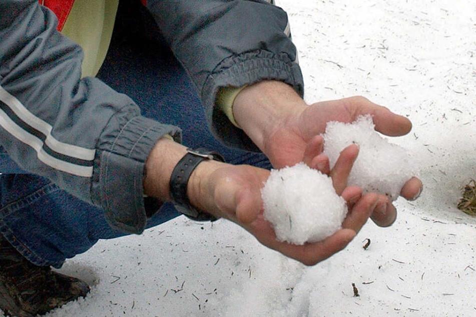 """Die """"Munition"""", mit der geschossen wurde: Schneebälle. (Symbolbild)"""