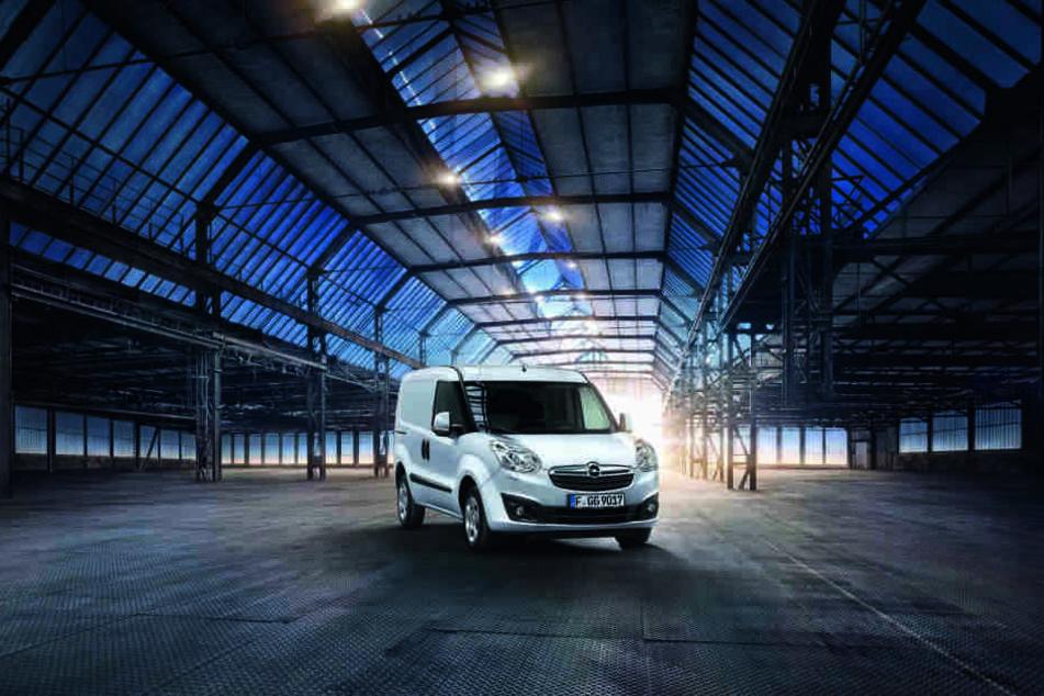 Den Opel Combo 30-Jahre-Edition in polar-weiß bekommt Ihr an den unten angegebenen Standorten.