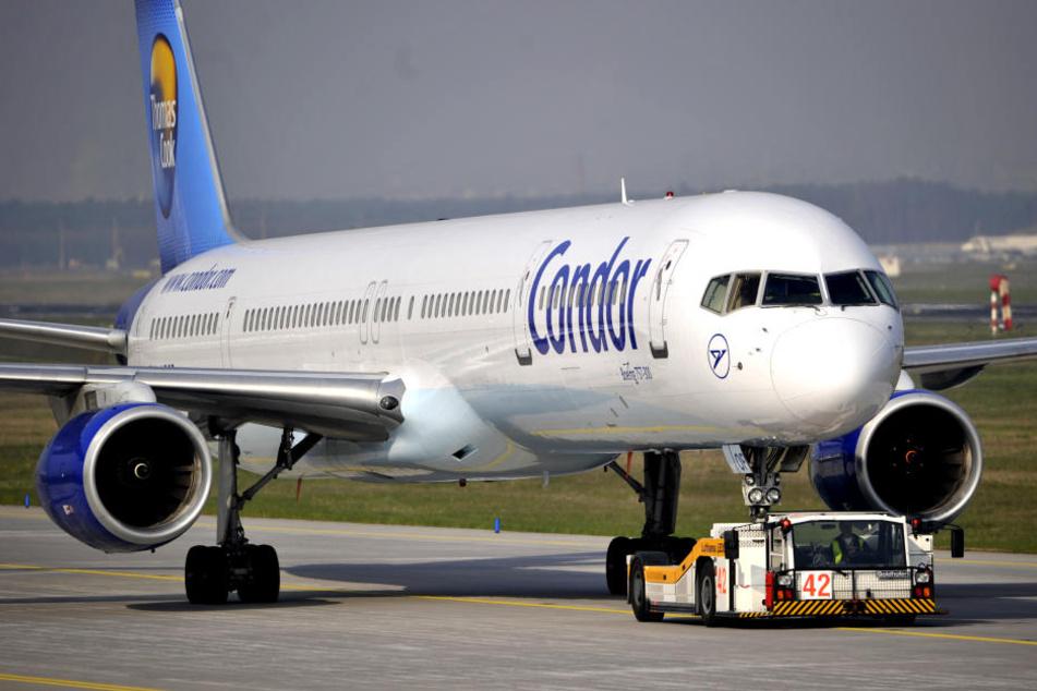 Der Pilot landete in Faro und schmiss den pöbelnden Fluggast aus der Maschine. (Symbolbild)