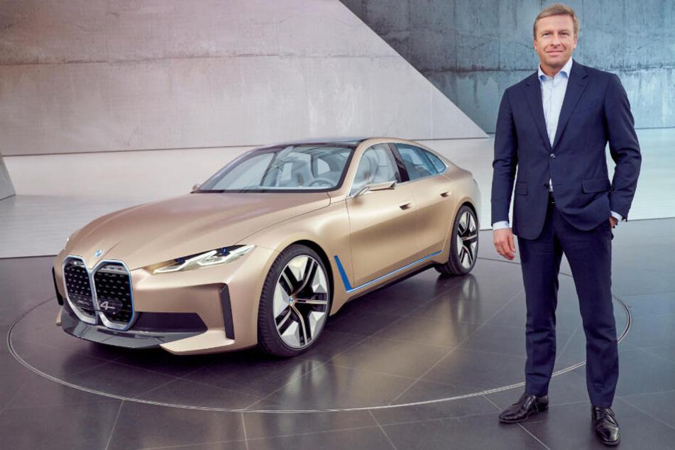 Vorstands-Chef Oliver Zipse (56) präsentiert das vollelektrische Concept i4-Modell.
