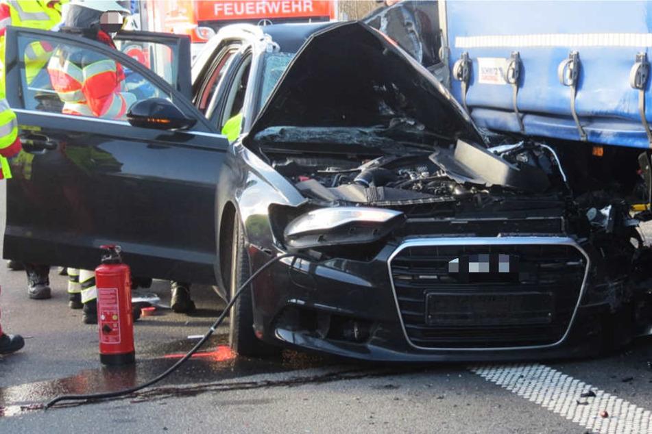 Die Polizei sucht dringend Zeugen des Crashs auf der Autobahn 7 bei Kassel.