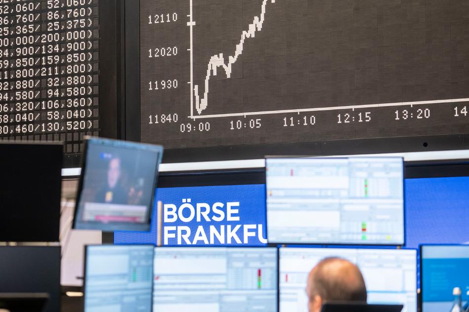 Zehntausende Euro futsch! Dresdner Rentnerin fällt auf Aktien-Betrüger rein