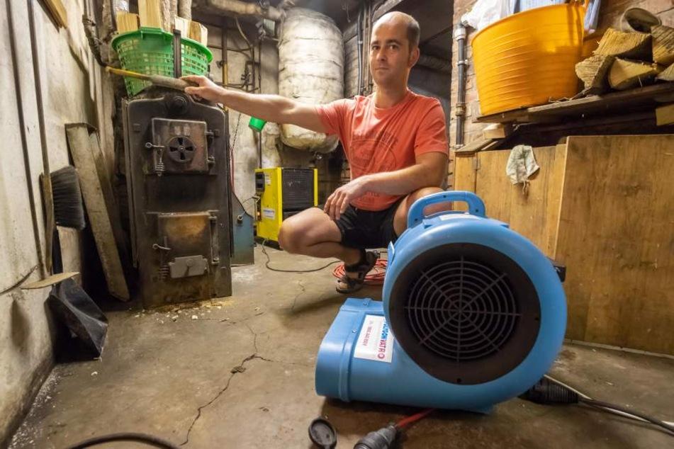 Pumpen laufen Tag und Nacht bei Hochwasseropfer Frank Hamberger.