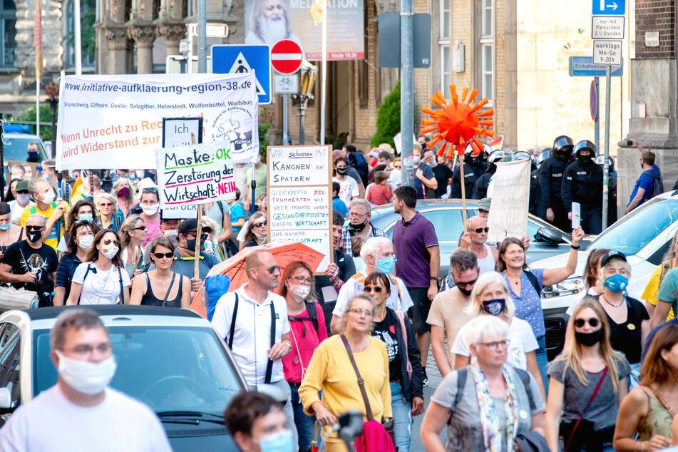 Querdenken-Demo und Gegenveranstaltung in Düsseldorf