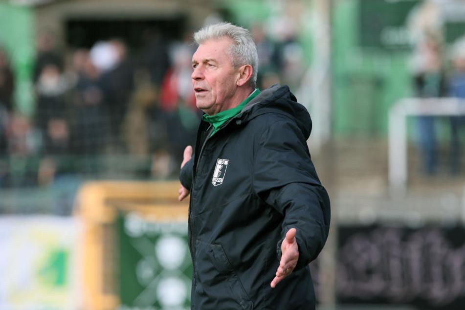 BSG-Trainer Dietmar Demuth musste mit ansehen, wie Energie Cottbus das Spiel mit einem Minimalaufwand für sich entschied. (Archivbild)