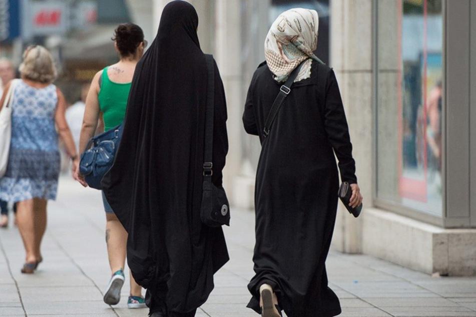 In Städten, wie Stuttgart, gehören Muslime längst zum Alltag. Am höchsten ist die Ablehnung aber in Ländern mit wenig Muslimen, wie Polen und Ungarn.