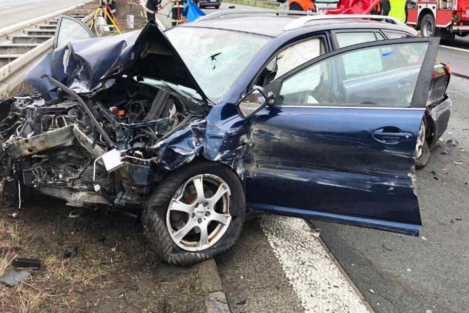 Tödliches Drama auf A3: VW rast in Toyota, Mann über Straße geschleudert