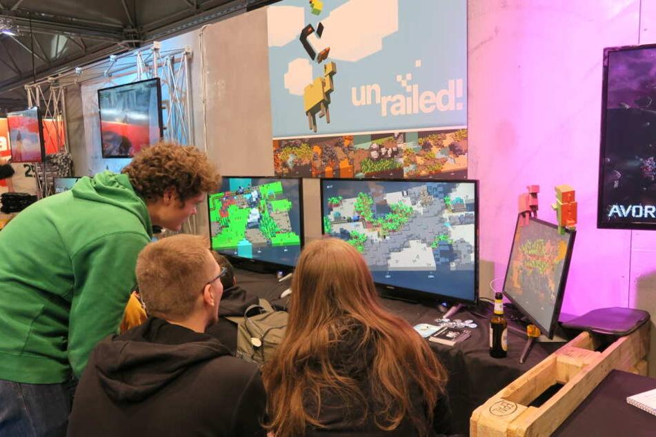 """AM Indie Arena Booth konnten in diesem Jahr erstmals Indie-Entwickler ihre Spiele vorstellen. Hier zu sehen: """"Unrailed"""" vom Team Indoor Astronaut."""