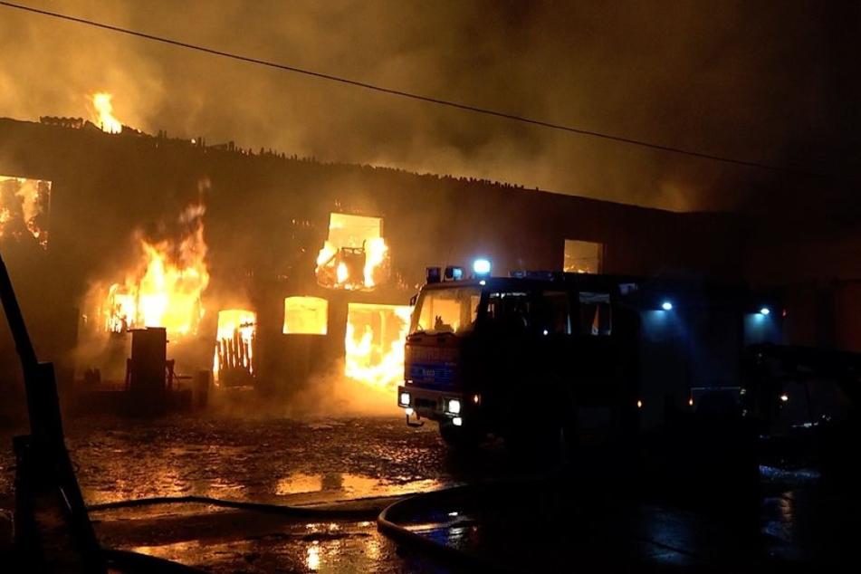 Das Feuer war in der Scheune eines Vierseitenhofes ausgebrochen.