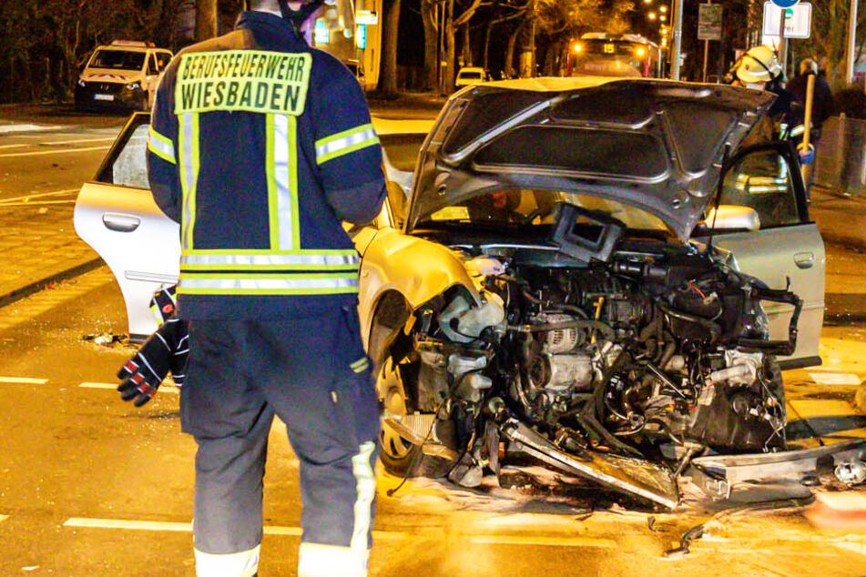 Linienbus überfährt rote Ampel und rammt Auto: Ein Schwerverletzter