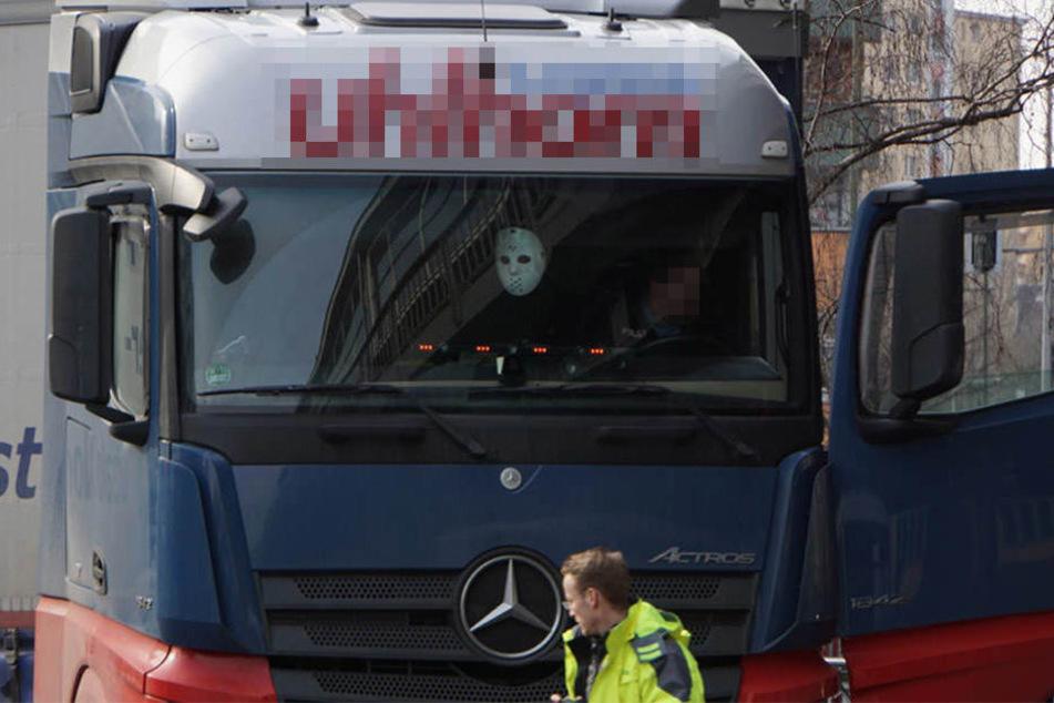 Am Montagvormittag kam es am Kottbusser Tor zu einem tragischen Unfall mit einem Lkw.