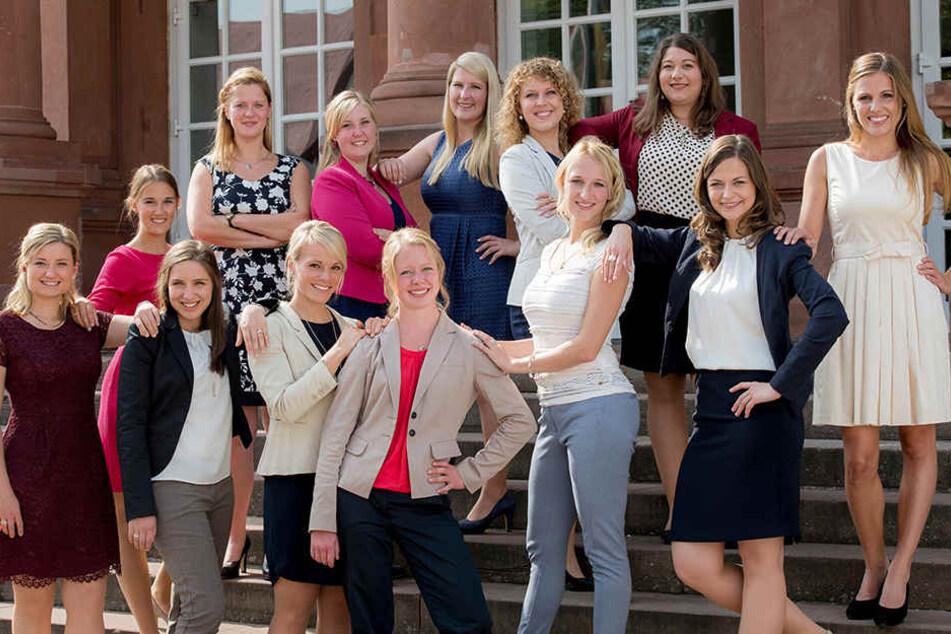 Spannend bis zum Schluss: Die Sächsin (2.v.r.) ist jetzt eine von sechs Königinnen-Kandidaten aus diesen insgesamt 13 Bewerberinnen.