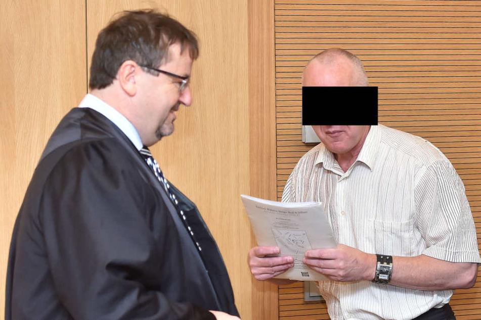 Detlev G. (58) und sein Anwalt Endrik Wilhelm (53) lauschen seit Tagen den  Gutachtern im Prozess.