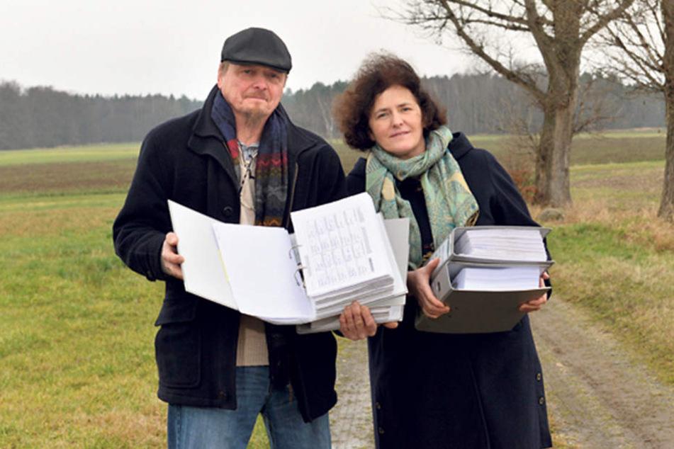 Zahnarzt Georg Lebsa (60) und Ehefrau Gabriela (56) haben 18.591 Unterschriften gesammelt, damit künftig auf Wölfe geschossen werden darf