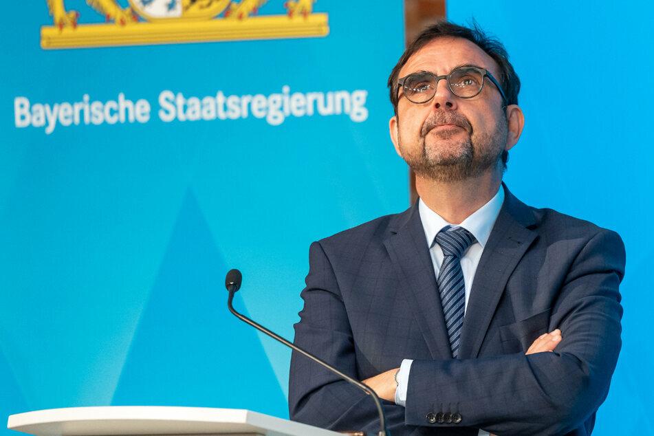 Bayerns Gesundheitsminister Klaus Holetschek begrüßt die empfohlene, eingeschränkte Kinder-Impfung. (Archiv)