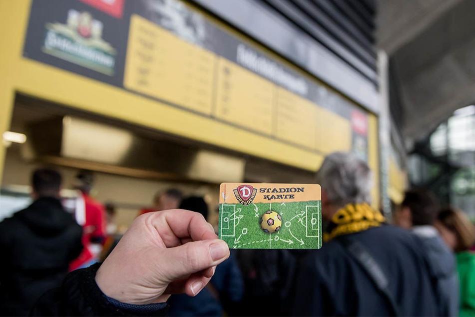 Auch beim Testspiel gegen den VFL Wolfsburg wird das bargeldlose Zahlen nicht zur Verfügung stehen.