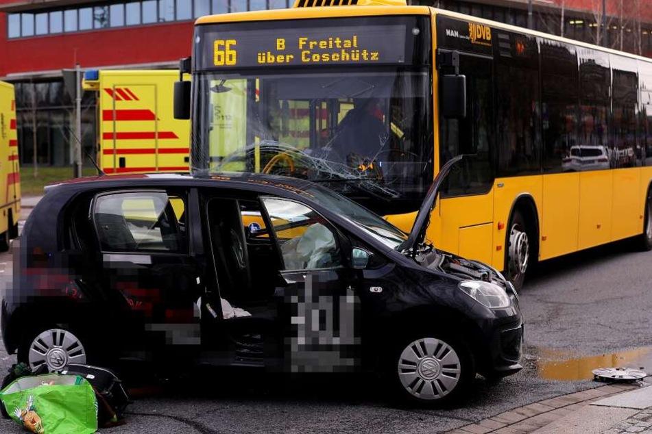 Unfall auf der Strehlener Straße: Fünf Verletzte