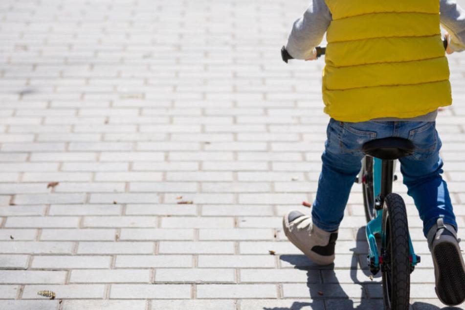 Der Fünfjährige machte sich mit einem Laufrad auf und davon. (Symbolbild)