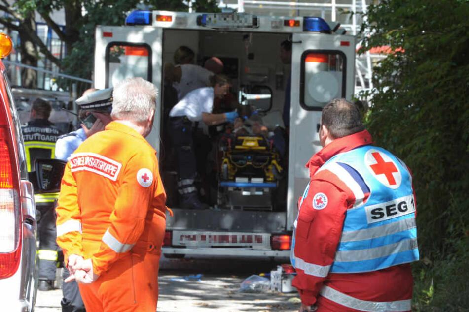 Das Opfer musste in einem Krankenhaus operiert werden. (Symbolbild)