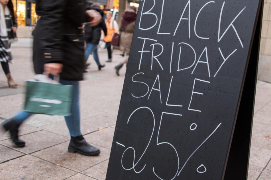 """Der Handel wirbt am sogenannten """"Black Friday"""" mit Rabatten."""