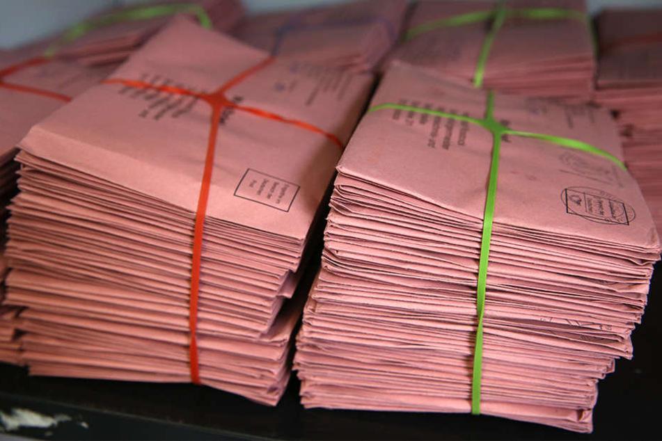 Die Mitarbeiter fuhren raus, um jeweils einen Wahlschein und einen Stimmzettel einzusammeln. (Symbolbild)