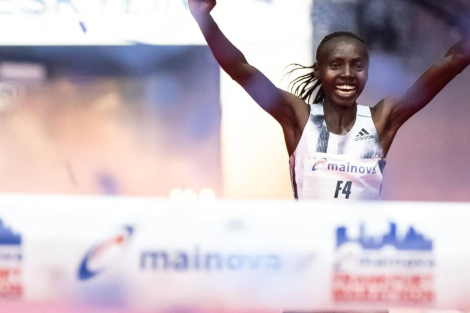 Frankfurt-Marathon: Valary Aiyabei siegt und stellt neuen Streckenrekord auf
