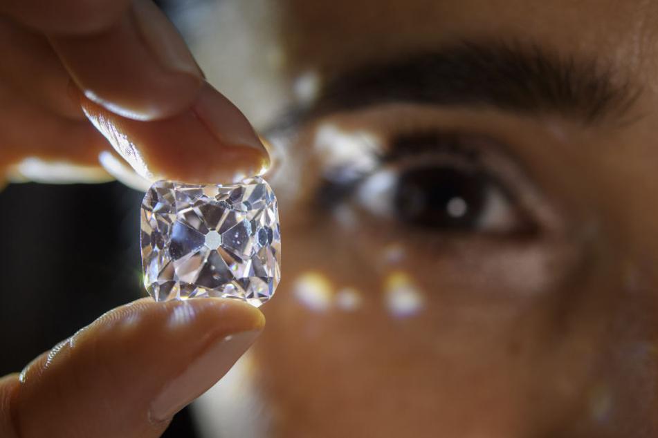 Die Frau trug den Ring jahrelang an ihrem Finger, ohne zu wissen, dass es sich um einen Diamanten handelte. (Symbolbild)