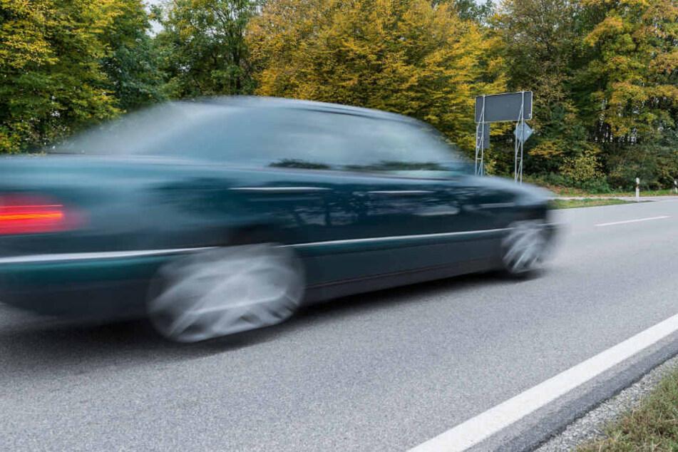Der Fahrer war in Alsterdorf durch seine überhöhte Geschwindigkeit aufgefallen (Symbolfoto).