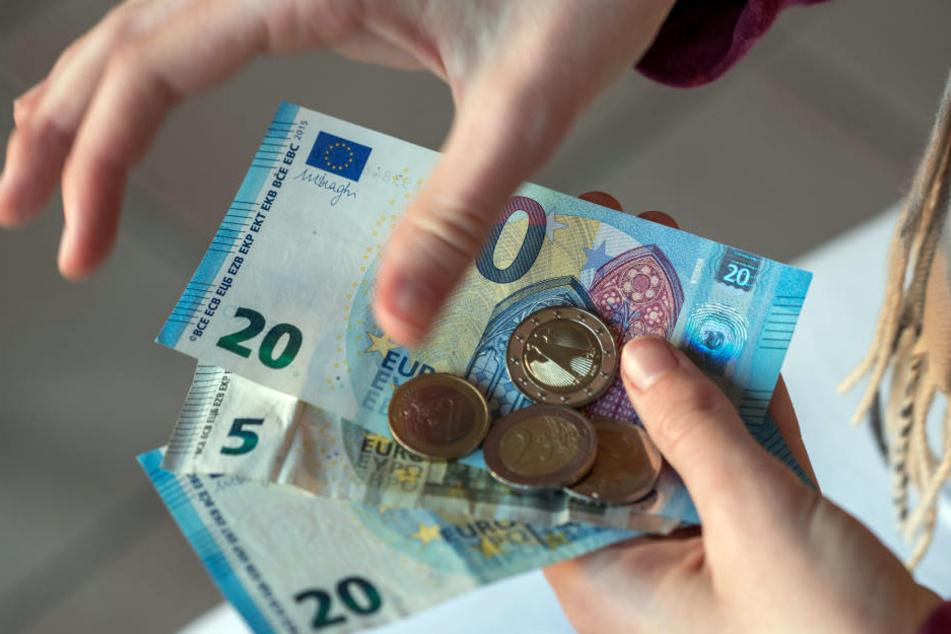 3.306 Euro verdient der Durchschnitts-Arbeitnehmer in NRW pro Monat.