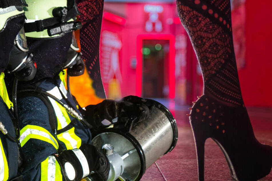 Feuer bricht aus, während Freier und Prostituierte am Werk sind: Seine Reaktion ist ziemlich dreist