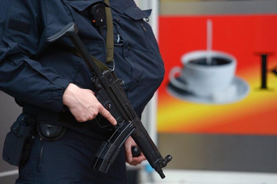 Die Polizei stürmte die Wohnung eines Belgiers, er war aber nicht der gesuchte Tatverdächtige.
