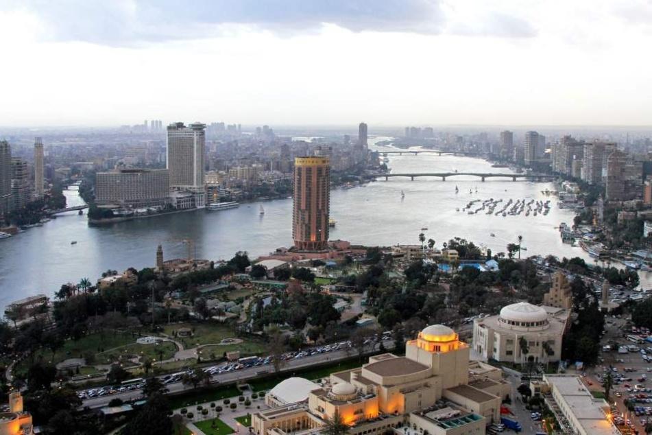 Die Frau wollte in Ägypten ihren Mann besuchen. Und landete in einer Gefängniszelle. Ihr wird Drogenschmuggel unterstellt.